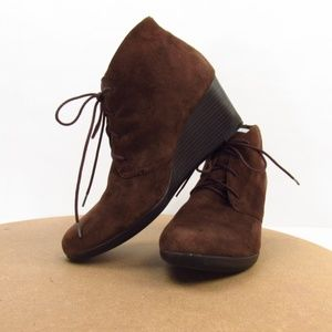 Clarks Brown Suede Lace-Up Booties 11M